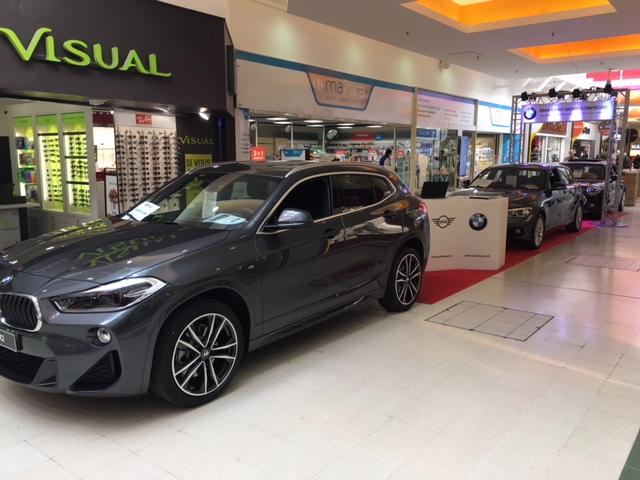 La concession BMW, exposition auto dans la galerie de Carrefour Venette