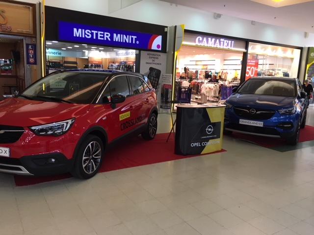 La concession Opel, exposition auto dans la galerie de Carrefour Venette