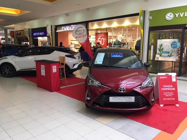 La concession Toyota, exposition auto dans la galerie de Carrefour Venette