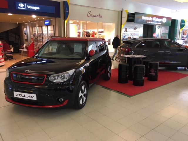 La concession Kia, exposition auto dans la galerie de Carrefour Venette